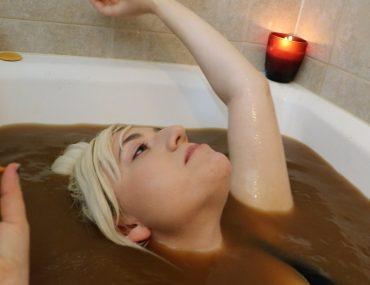 pumpkin-spice-latte-bath-challenge-20k-subscriber-special-still7